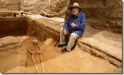El arqueólogo americano Lawrence E. Stager, en el lugar de excavción del primer cementerio filisteo hallado en Israel. 28 de junio de 2016 (AFP - MENAHEM KAHANA).
