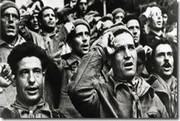 Robert Capa inmortalizó la ceremonia de despedida de las Brigadas Internacionales